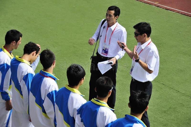 L'entraîneur et l'équipe, encouragent l'équipe photos libres de droits
