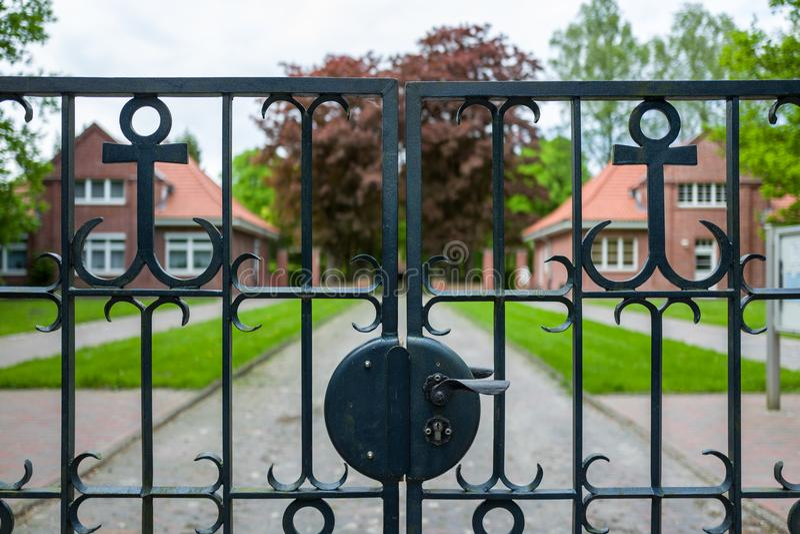 L'entrata al Ehrenfriedhof in Wilhelmshaven, Germania fotografia stock libera da diritti