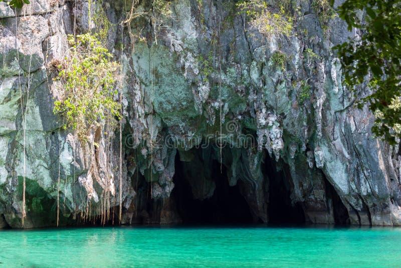 L'entrata al fiume sotterraneo nel parco nazionale sotteraneo del fiume di Puerto Princesa, Palawan, Filippine fotografia stock libera da diritti