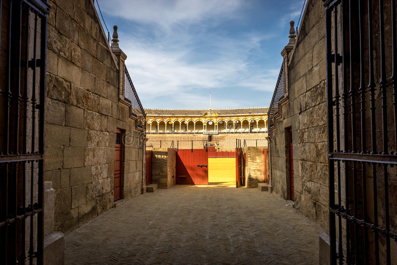 L'entrata all'anello di combattimento di toro in Siviglia, Spagna, Europa immagini stock