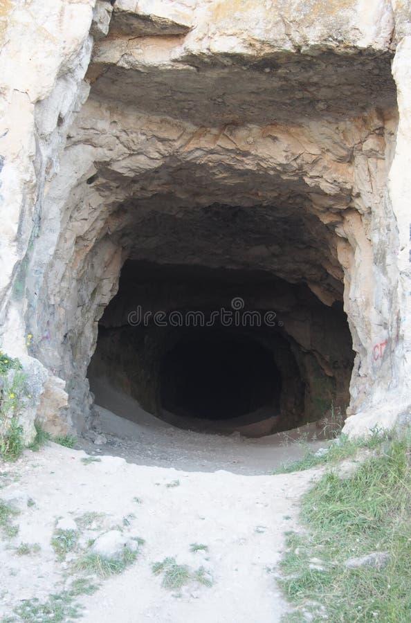 L'entrata alla caverna Frani la roccia immagini stock libere da diritti