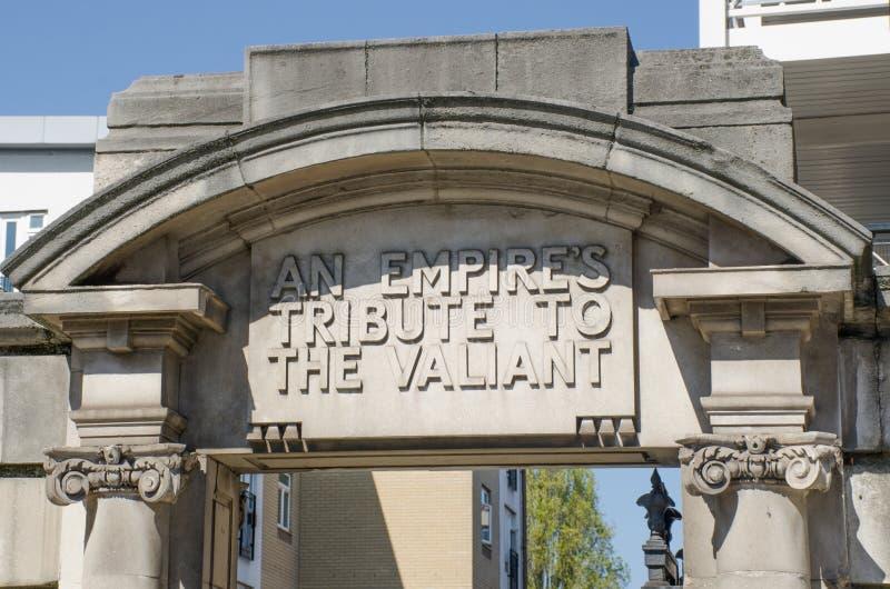 L'entrata cede firmando un documento la porta a Sir Oswold Stoll Foundation Hospital per i veterani di guerra Fulham fotografia stock