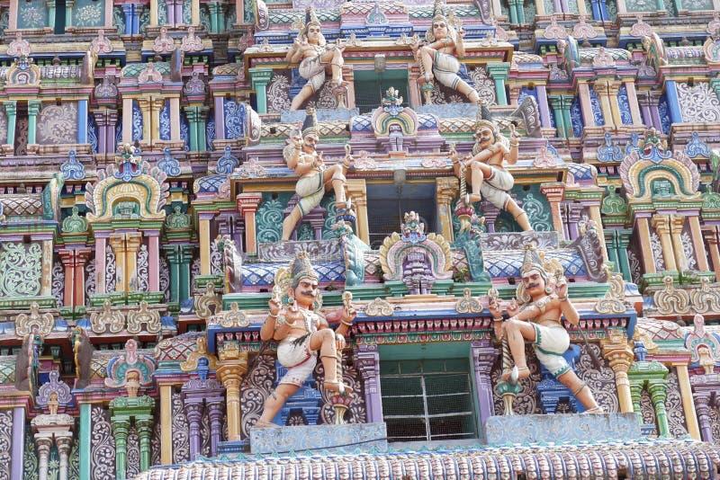 L'entrata del gopuram nel tempio di Shiva Nataraja, decorato in modo particolare immagini stock