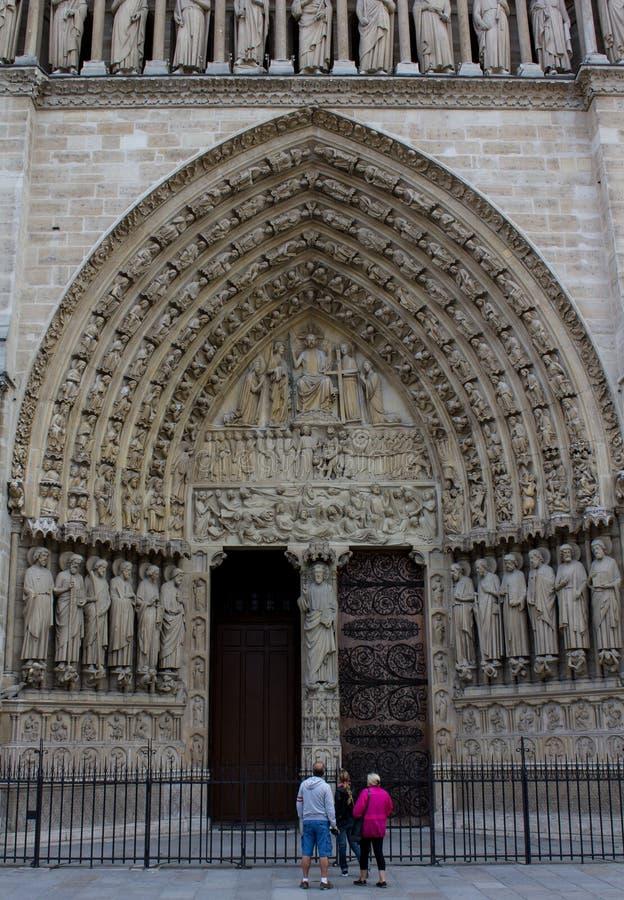 L'entrata della cattedrale di Notre Dame immagine stock