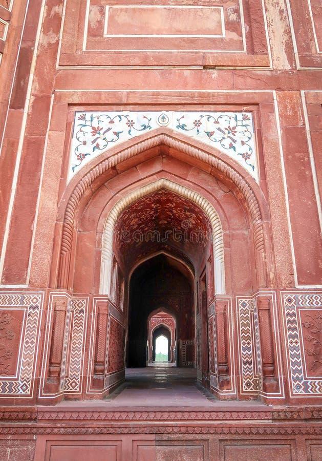 L'entrata della moschea in Taj Mahal, Agra, India immagine stock libera da diritti