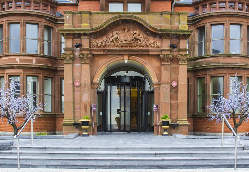 L'entrata magnifica all'hotel lussuoso di Slieve Donard fotografie stock libere da diritti