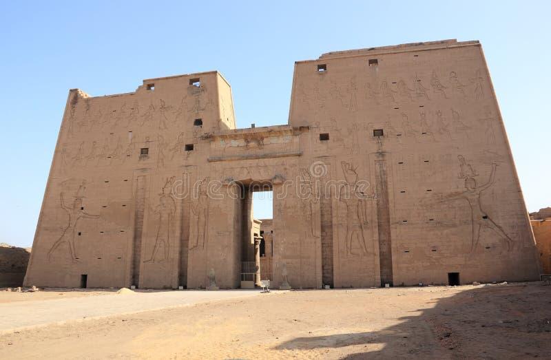 L'entrata principale del tempio di Edfu che mostra il primo pilone Egypt immagine stock libera da diritti