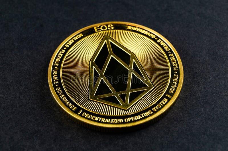 L'EOS di Eosio è un modo moderno dello scambio e questa valuta cripto è mezzi di pagamento convenienti nei mercati di web e finan immagine stock
