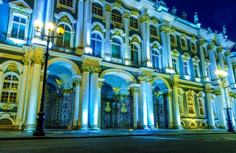 L'ermitage célèbre, un des plus grands musées du monde, situés dans le St Petersbourg image libre de droits