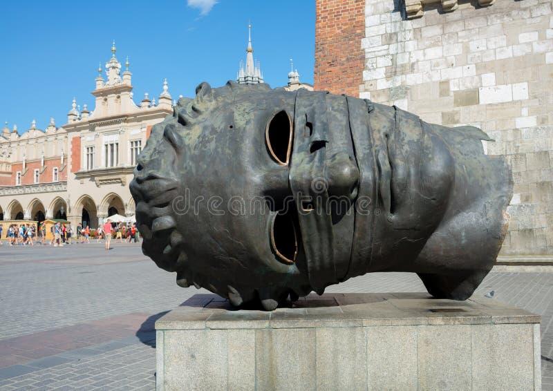 L'eros a bandé les yeux dans la place du marché - Cracovie - Pologne images libres de droits