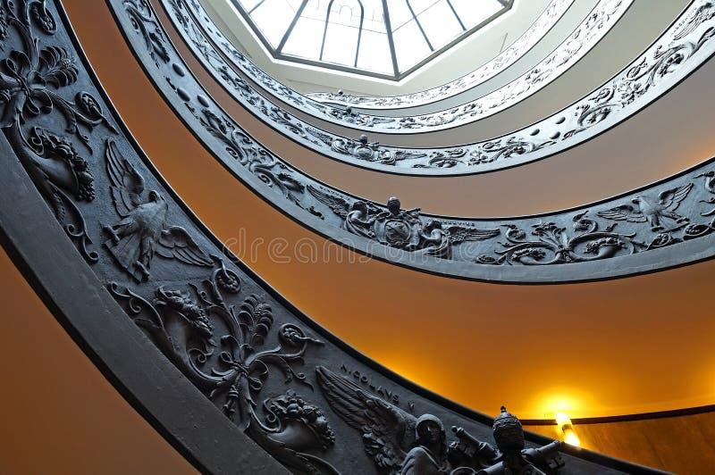 L'escalier de double hélice à la sortie des musées de Vatican image libre de droits