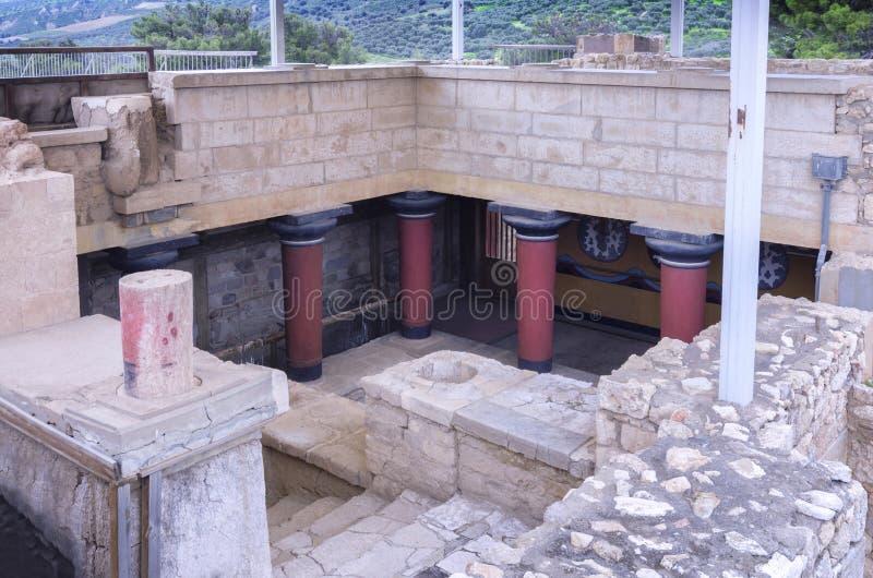 L'escalier grand mène aux appartements royaux Il est dans l'aile est du palais de Knossos photo libre de droits
