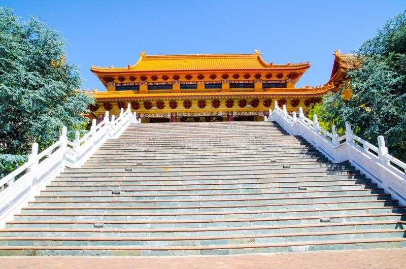 L'escalier large à l'entrée principale de Nan Tien Temple, Berkeley, Nouvelle-Galles du Sud images libres de droits