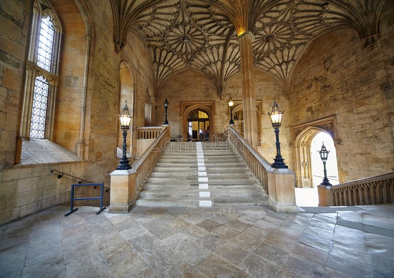 L'escalier sauté dans la tour de Bodley Église du Christ Jardin de mémorial de guerre Université d'Oxford l'angleterre photos libres de droits