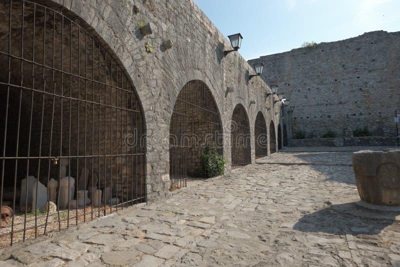 L'esclave Market Surrounded By arque dans la vieille ville d'Ulcinj, Monténégro image libre de droits