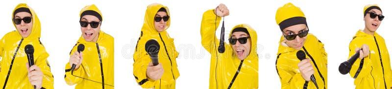 L'esecutore divertente con il mic isolato sul bianco fotografie stock libere da diritti