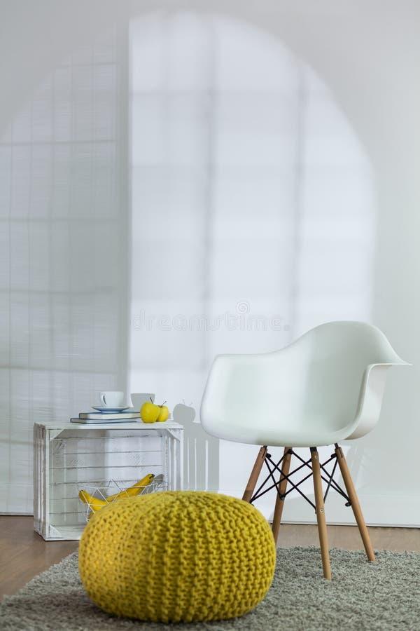 L'espace de confort dans le salon moderne photo stock