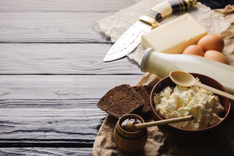 L'espace de fromage de lait et blanc, de beurre et de pain à copier photo stock