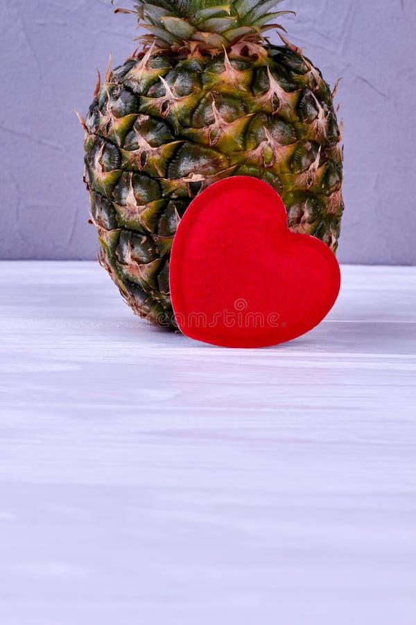 L'espace juteux entier d'ananas et de copie photographie stock