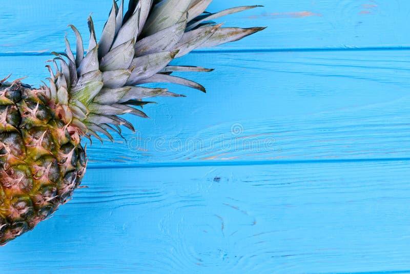 L'espace juteux entier d'ananas et de copie image libre de droits