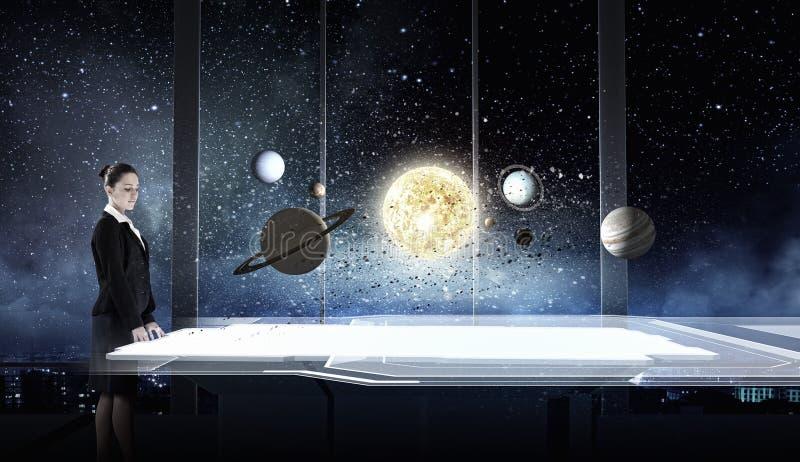 Download L'espace L'explorant De Femme Image stock - Image du lune, humain: 56481191