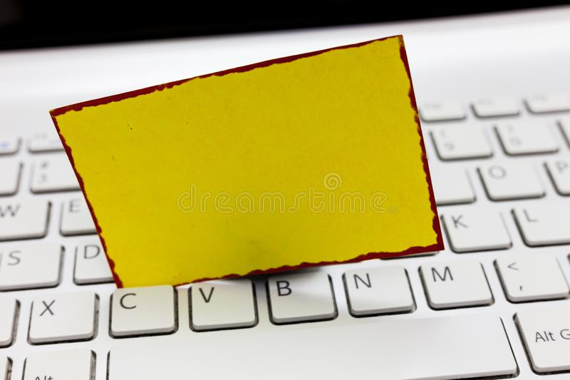 L'espace vide de copie de calibre de concept d'affaires a isolé le bloc-notes encadré par blanc de matériel promotionnel de bons  images libres de droits