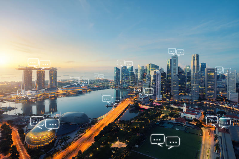 L'espace vide pour le texte sur la ville de Singapour et la bulle causent pour le commu photo stock