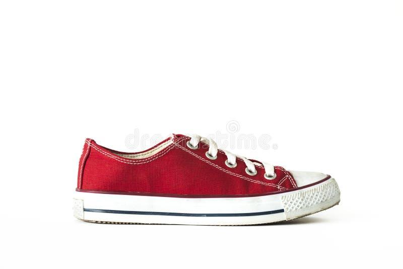 L'espadrille unisexe de dentelle rouge folâtre le fond blanc d'isolement par chaussures images stock
