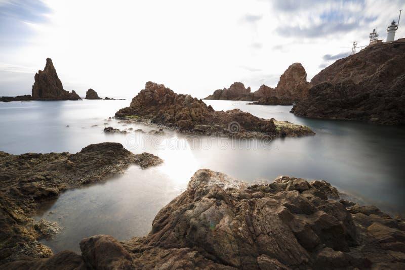 L'Espagne, AlmerÃa, Cabo De Gata, récif Arrecife de las sirenas - longue exposition de sirènes sur le coucher du soleil, la me images libres de droits