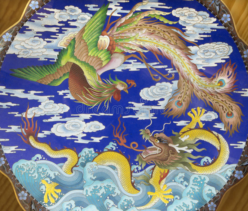 L'ESPAGNE, AVILA, 2016 : Le plat chinois avec le dragon et oiseau Fenix dans les collections d'église du vrai monasterio De Santo photographie stock libre de droits
