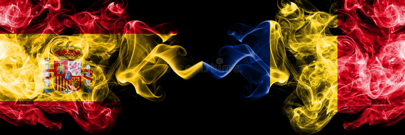L'Espagne contre la Roumanie, drapeaux mystiques fumeux roumains placés côte à côte Épais coloré soyeux fume le drapeau d'espagno image libre de droits