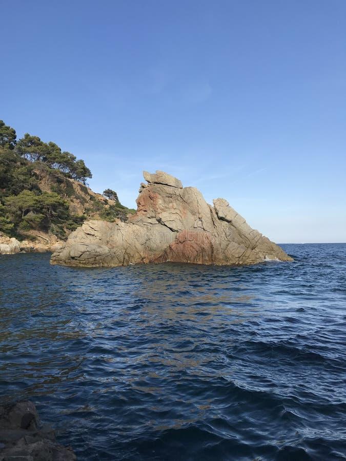 L'Espagne, l'Europe Côte-Brava, mer bleue, baie bleue images stock