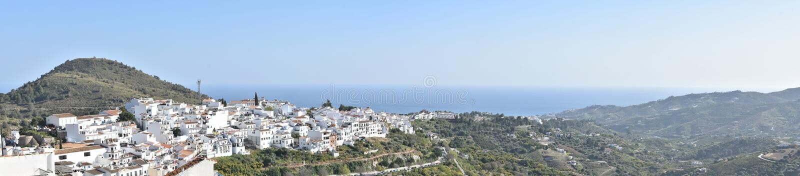 L'Espagne, Frigiliana Panorama, jour ensoleillé photographie stock libre de droits
