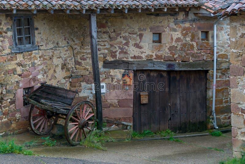 l'espagne Maison rurale de Muda en juin 2010 Palentina de Montaña photographie stock