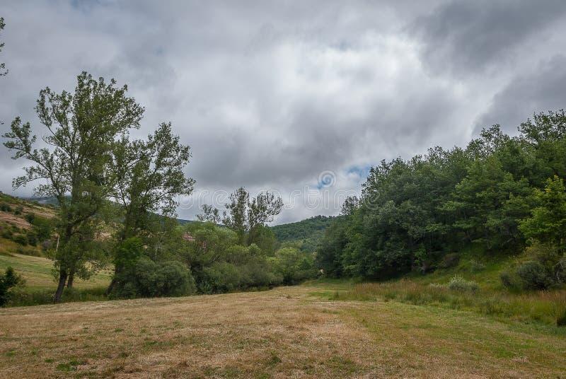 l'espagne Paysage de la montagne de Palencia Palencia photographie stock libre de droits