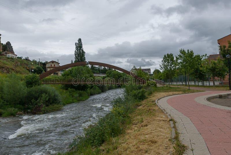 l'espagne Pont en fer de Cervera de Pisuerga Palencia photos libres de droits