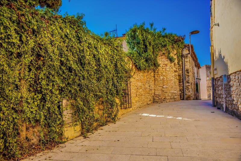 l'espagne rue à Castell de Ribes Un jour ensoleillé chaud images libres de droits