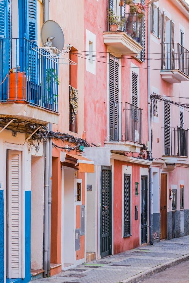 L'Espagne, rue avec les maisons colorées en Palma de Majorca image libre de droits