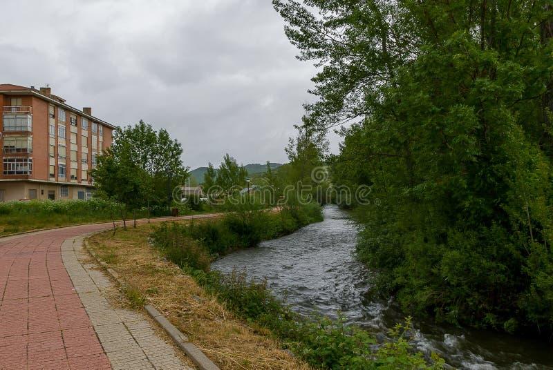 l'espagne Rue le mur de Cervera de Pisuerga Palencia images stock