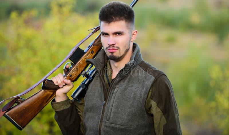 L'esperienza e la pratica presta la caccia di successo Come caccia di giro nell'hobby Ambiente della natura di caccia del tipo Ma fotografie stock libere da diritti