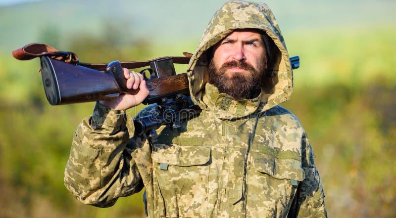 L'esperienza e la pratica presta la caccia di successo Stagione di caccia Ambiente della natura di caccia del tipo Fucile barbuto fotografia stock