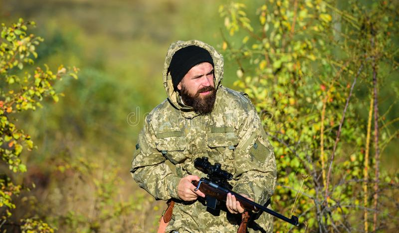 L'esperienza e la pratica presta la caccia di successo Stagione di caccia Animali del raccolto limitati tipicamente Natura di cac fotografie stock