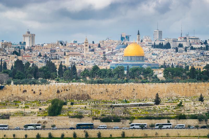 L'Esplanade des mosquées avec des autobus images libres de droits