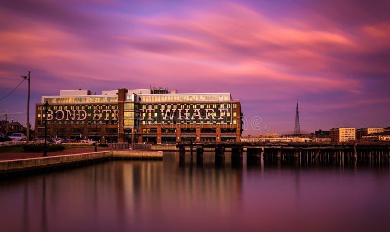 L'esposizione lunga al tramonto del molo schiavo della via dentro abbatte il punto, Bal fotografie stock