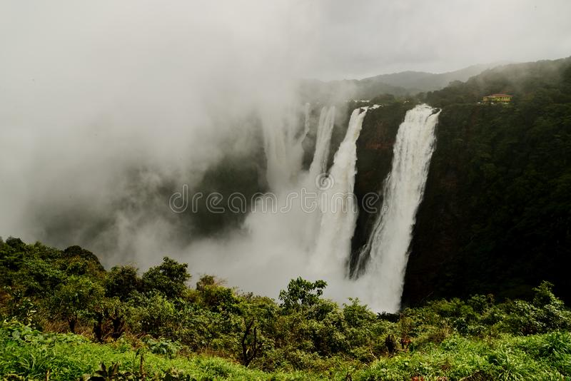 L'essai tombe, Gerosoppa tombe ou Joga tombe à la rivière de Sharavathi dans l'état de Karnataka d'Inde photos stock