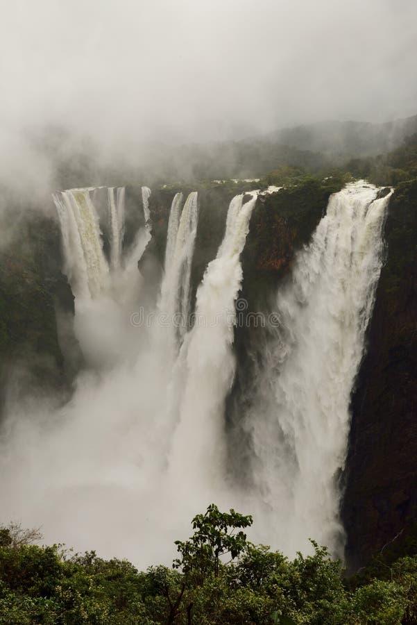 L'essai tombe, Gerosoppa tombe ou Joga tombe à la rivière de Sharavathi dans l'état de Karnataka d'Inde photo stock