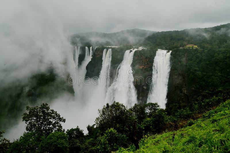 L'essai tombe, Gerosoppa tombe ou Joga tombe à la rivière de Sharavathi dans l'état de Karnataka d'Inde images stock