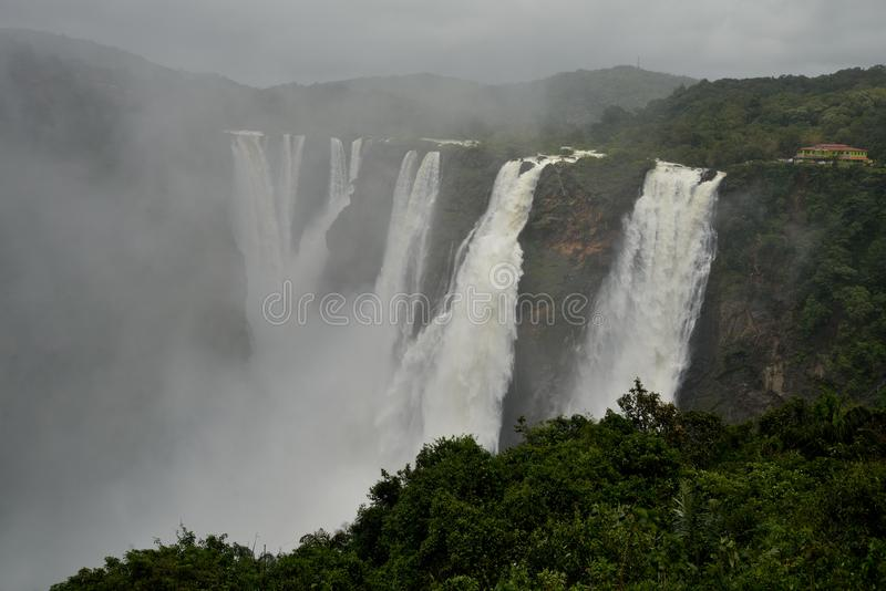 L'essai tombe, Gerosoppa tombe ou Joga tombe à la rivière de Sharavathi dans l'état de Karnataka d'Inde photos libres de droits