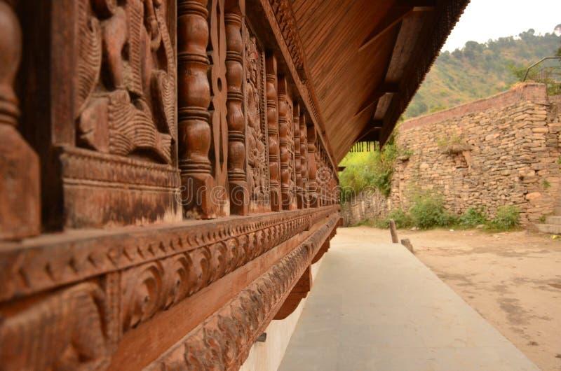 L'esterno del tempio fatto in pietra ed in ardesia di legno immagine stock libera da diritti