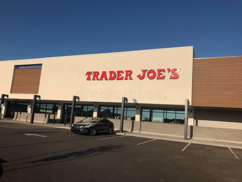 L'esterno ed il segno di Joe del commerciante fotografia stock libera da diritti